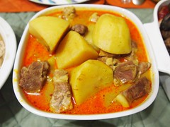 bouillabaisse(0.0), produce(0.0), meal(1.0), stew(1.0), lunch(1.0), curry(1.0), cozido(1.0), meat(1.0), food(1.0), dish(1.0), soup(1.0), cuisine(1.0), gulai(1.0),
