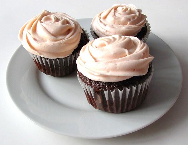 Chocolate Banana Cupcakes With Cream Cheese Icing | embellish
