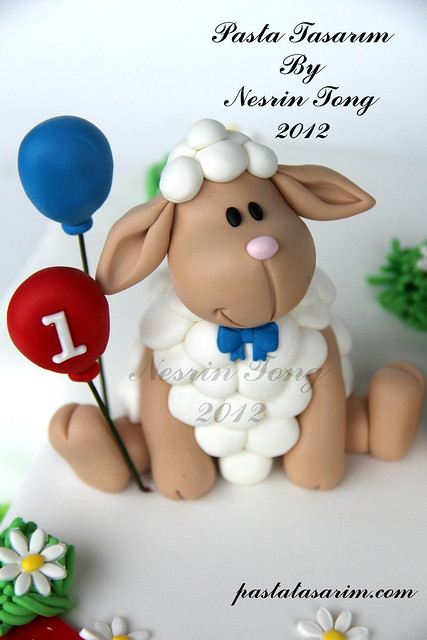 LITTLE TWIST SHEEPS 1ST BIRTHDAY CAKE