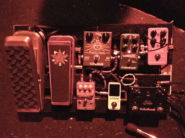 Photo:Guthrie Govan's Aristocrats pedalboard (U.S. tour) By ArtBrom