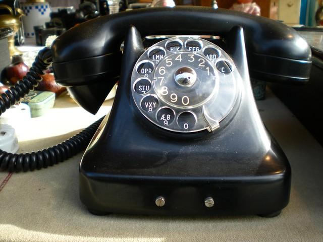 Un gros téléphone.
