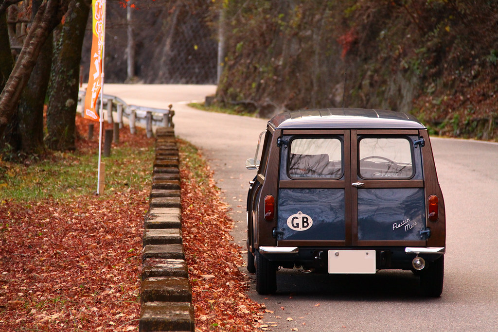 House of classic minis page 146 motoring underground for Classic underground house