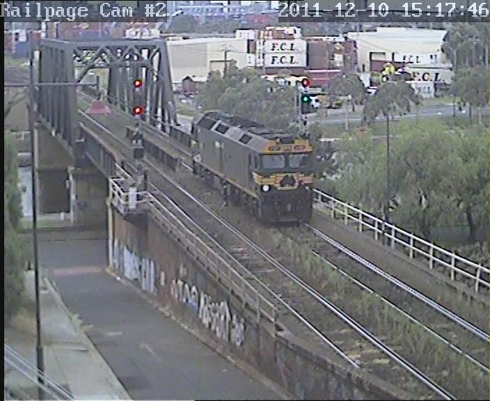 G528 light engine to South Dynon loco 10-11-2011 by Railpage Bunbury Street