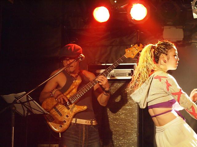 AKINOGI & Kasuga live session with Miro at Outbreak, Tokyo, 11 Dec 2011. 1-074