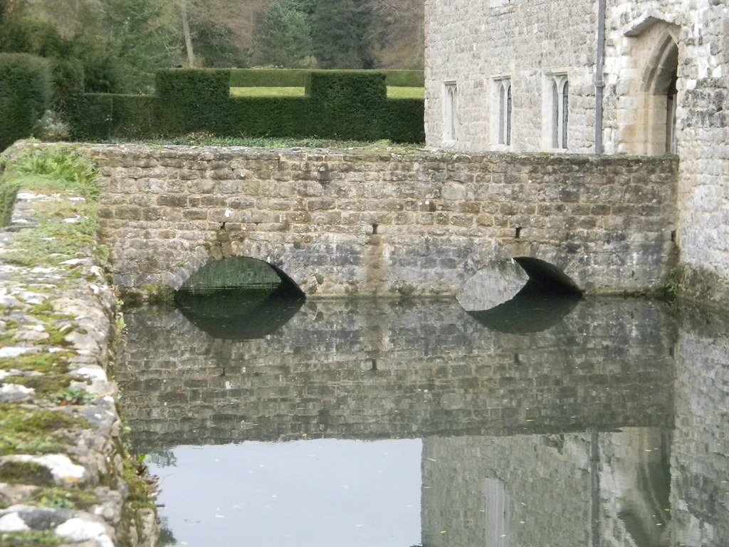 Bridge at Ightam Mote Or is it Eye-tam ? A waterlily and a line of ducklings would have transformed this photo! Borough Green to Sevenoaks
