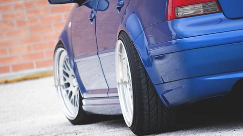 blue volkswagen jetta gli mk4 stanced poke wheel rim