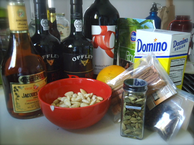 Sweet and tasty ingredients for glögg