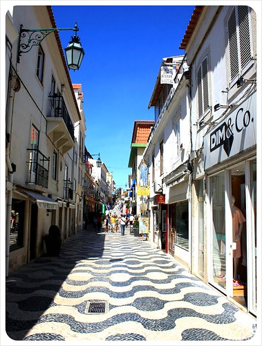 cascais alley by globetrottergirls