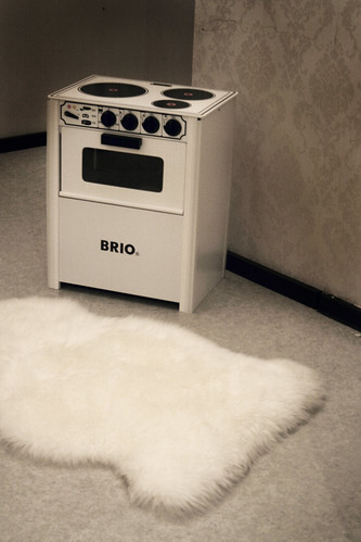 Taika's new cooker and a sheep fur