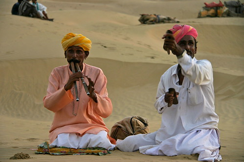 Men play in the desert - Deserto di Thar, Jaisalmer