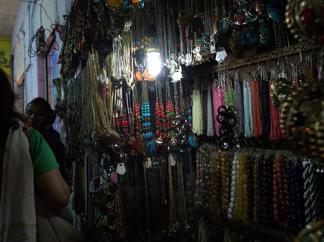 Night stalls. Mumbai, Dec 2011. GR031