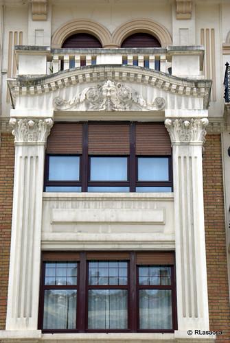 Ventanas de un edificio en la avenida de Carlos III