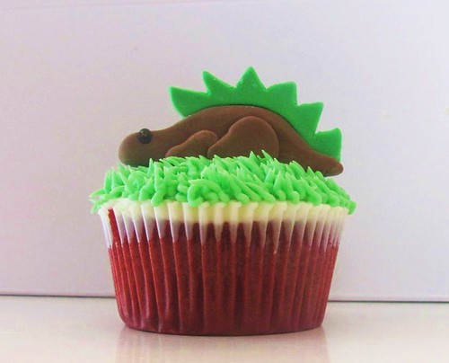 6616595609 d3eb713964 Dinosaur Cupcake Decorating Ideas