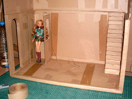 carton et chocolat maison de poup e barbie en carton barbie dollhouse with cardboard. Black Bedroom Furniture Sets. Home Design Ideas