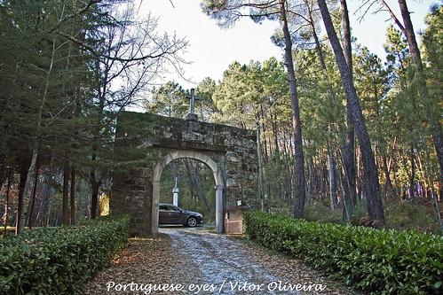 Acesso ao Castelo ou Torre de Ferreira de Aves - Portugal