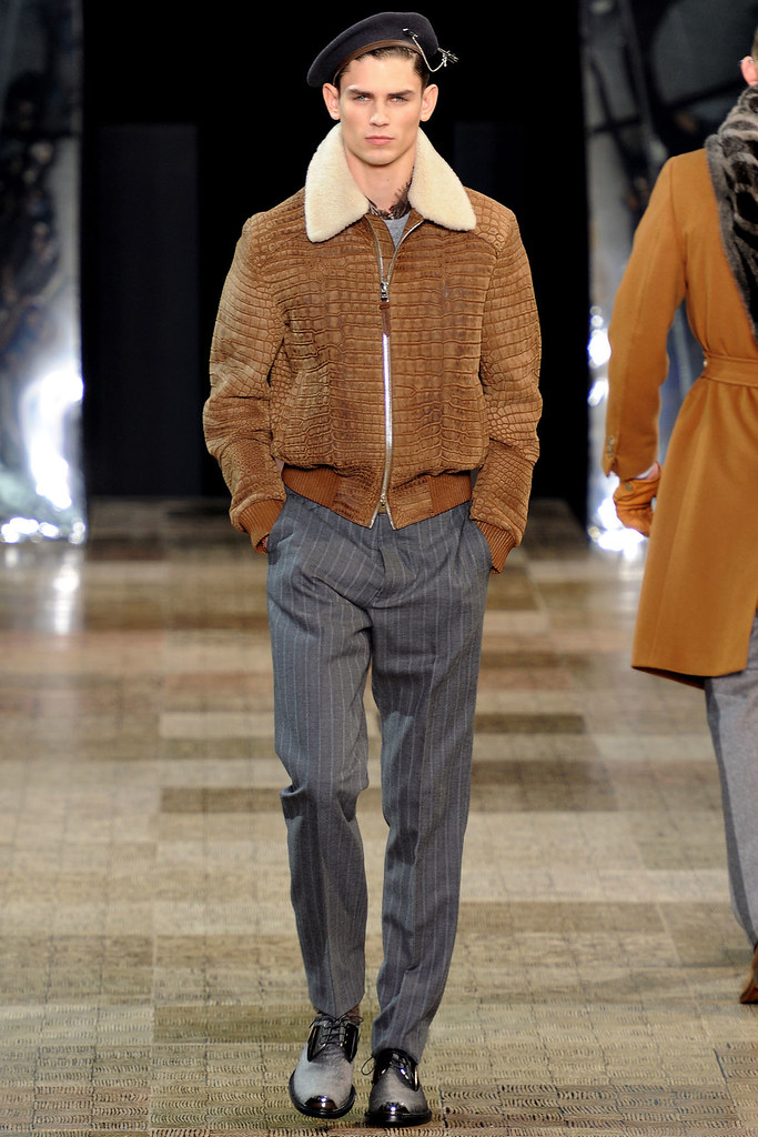 FW12 Paris Louis Vuitton005_Arthur Gosse(VOGUE)