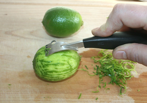 16 - Limettenschale abreiben / Zest limes