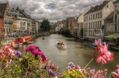 Canal and flowers. Gent. Canal y flores