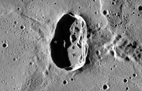Mercury Close-up: Hovnatanian Crater (NASA, MESSENGER, 01/16/12)