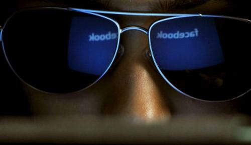 No sabes lo que Facebook platea hacer con tus conversaciones.