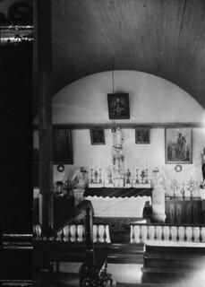 Interior of the Catholic church used as Louis Riel's headquarters during the North West Rebellion, ca. 1926 / Intérieur de l'église catholique ayant servi de quartier général à Louis Riel pendant la Rébellion du Nord-Ouest, vers 1926