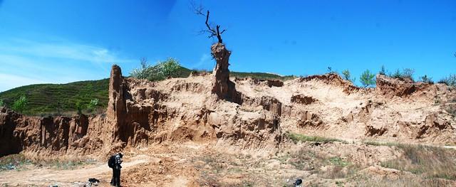 【图】垭口西侧的黄土剖面