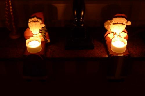 Teelichter: Männer mit weißen Bärten