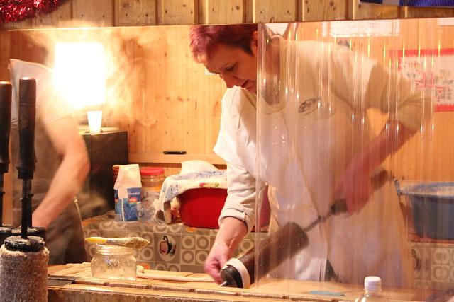 Preparando un Kürtős Kalács