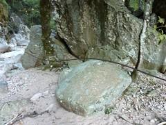 Canyon du Carciara : restes de câble métallique à la sortie amont de la brèche