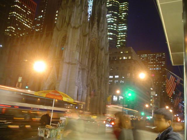 Foto vista de la catedral de San Patricio en el centro de Nueva York EE.UU.