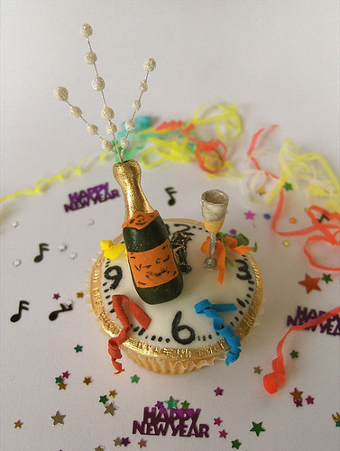 6585264863 783f405f59 New Years Eve Celebration Cupcake Decorating Ideas