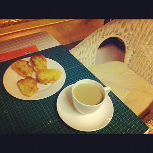 Desayuno de Tostadas Inocentes con unSanto Cafe by LaVisitaComunicacion
