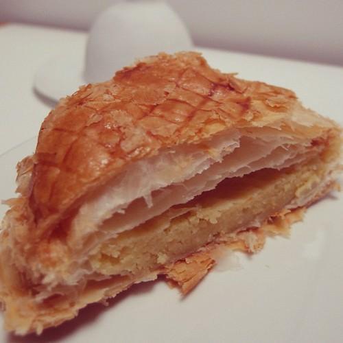 2012年的早晨,吃了國王餅Galette des Rois當早餐,希望有個好的開端。