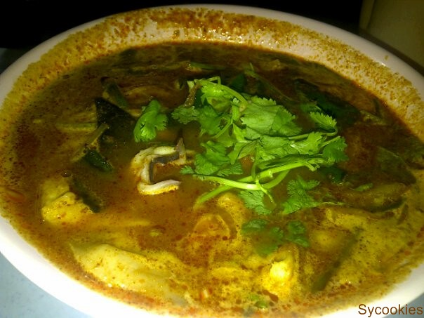 1.Tom yam seafood @ Thai seafood jalan alor. Their salt must be FOC