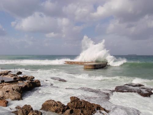 winter sea lebanon waves beirut beyrouth liban mediteraneansea stormysea cornichmanara