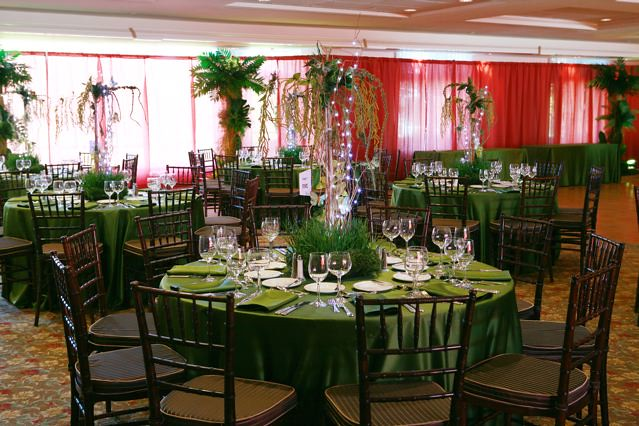 Rainforest theme bar mitzvah with jungle centerpieces and flickr - Deco table jungle ...