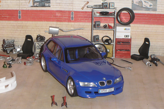 BMW Z3 M Coupe | Estoril Blue | Estoril/Black | 1:24 Revell Scale Model 07369