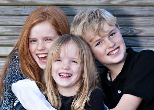 無料写真素材, 人物, 子供  女の子, 子供  男の子, 人物  三人, 笑顔・スマイル