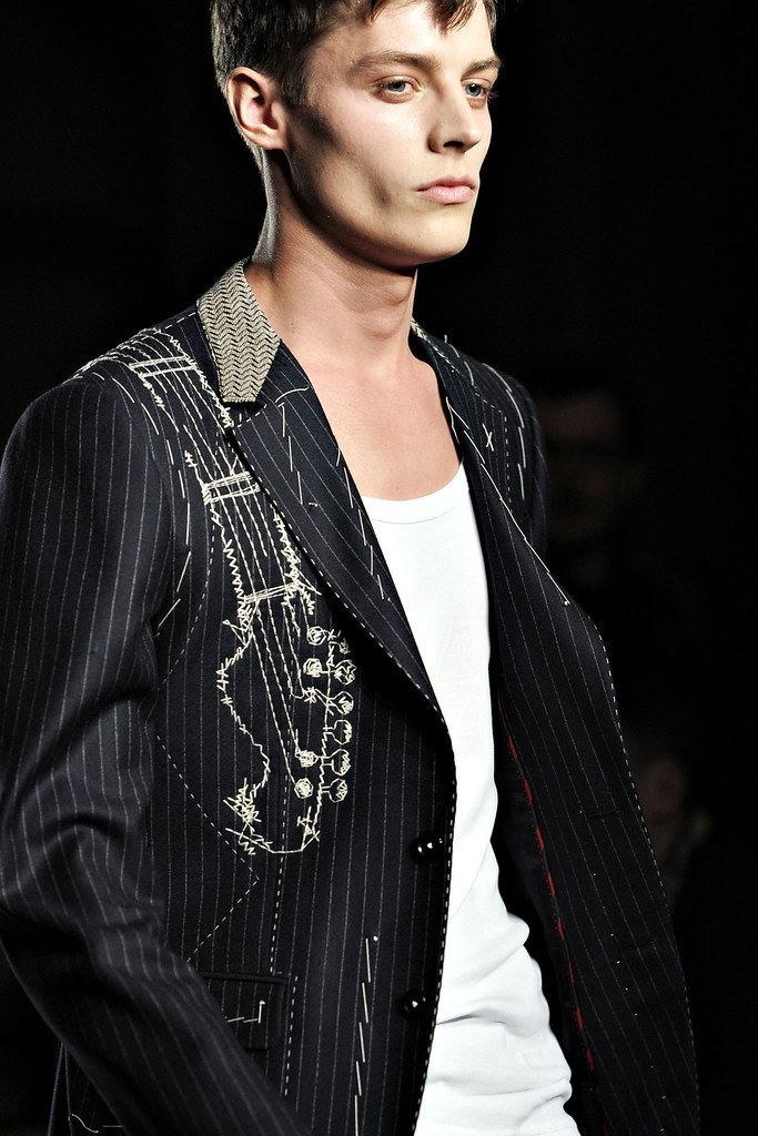 FW12 Milan Moschino057_Janis Ancens(VOGUE)