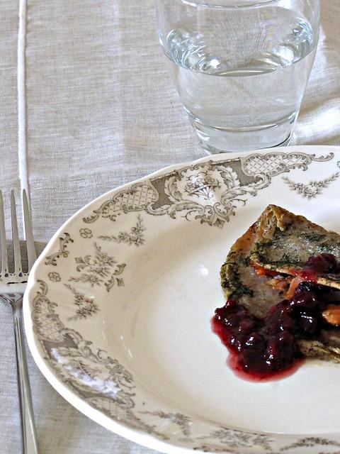 Galettes Bretonnes con Salmone Affumicato e Salsa di Mirtilli Rossi
