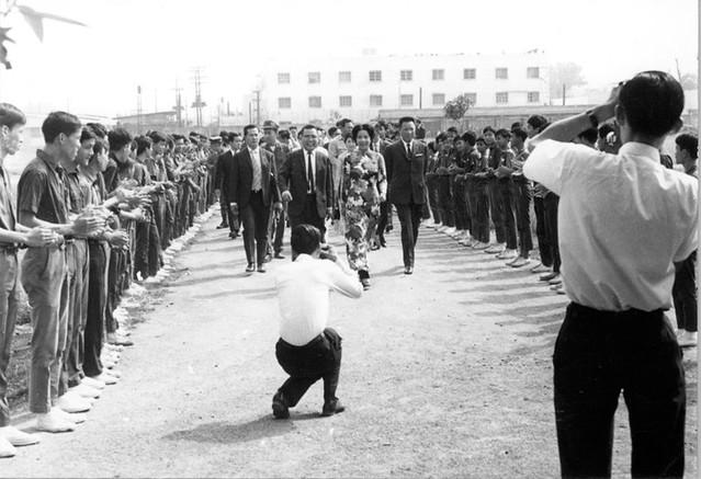 Saigon 17 March 1971 - Bà Nguyễn Văn Thiệu dự lễ khánh thành Thư viện trường QG Nghĩa Tử