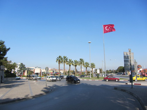 Balikesir: Square in front of the train station (3)