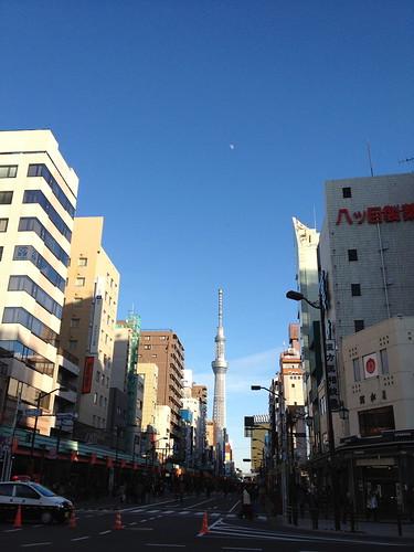 月と東京スカイツリー