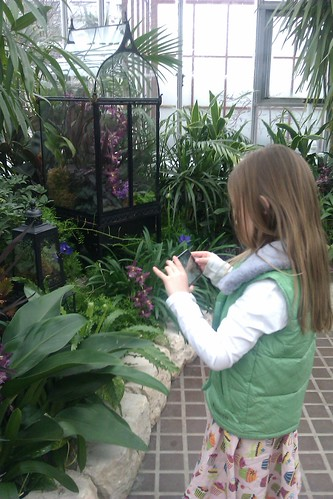 child taking pictures at franklin park conservatory