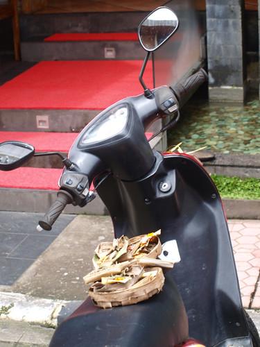 бали, угощение бога мотоцикла