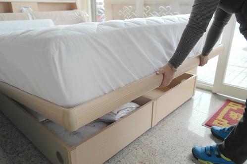 先床墊方法-接近床體時要放慢