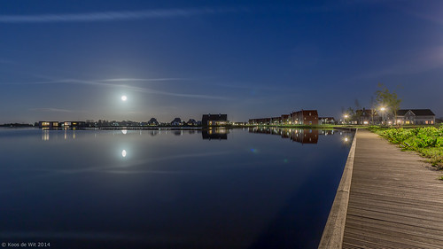 Moon over Meerstad (2)