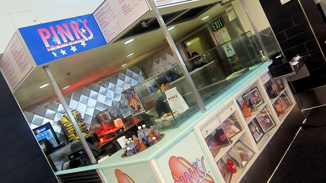pink's hot dog stand at LAX