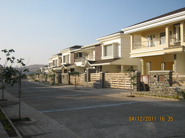 Avenue view - Visit to Paranjape Schemes' Forest Trails, Bungalows, 2 BHK & 3 BHK Flats at Bhugaon, Pune 411 042