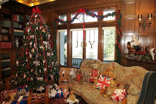Portland Christmas Around The World @ Pittock Mansion